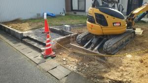 工事車両の駐車用場を確保する工事をしています。