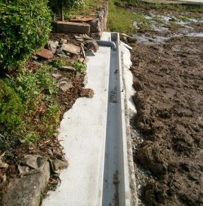 建物からの排水を上手く流します。