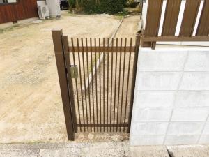 裏口の門扉です
