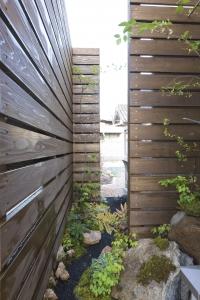 ウッドフェンスと坪庭