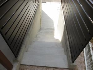 階段モルタル仕上げ