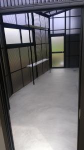オプションの棚と窓を追加