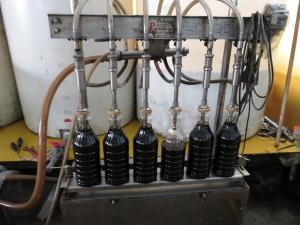 醤油を充填する機械