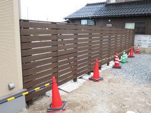 フェンス 横貼り施工