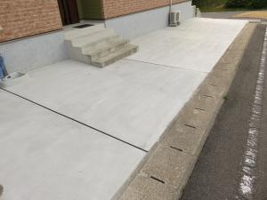 玄関前 駐車場完成
