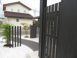 玄関横 目隠しフェンス