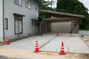 車庫前 施工中