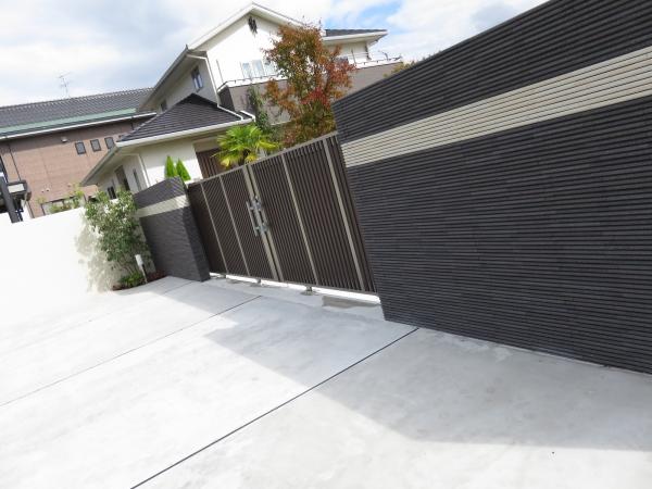 スタイリッシュデザイン 重厚感のあるタイル門塀