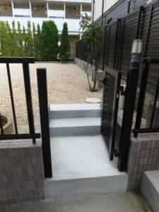 庭への入り口